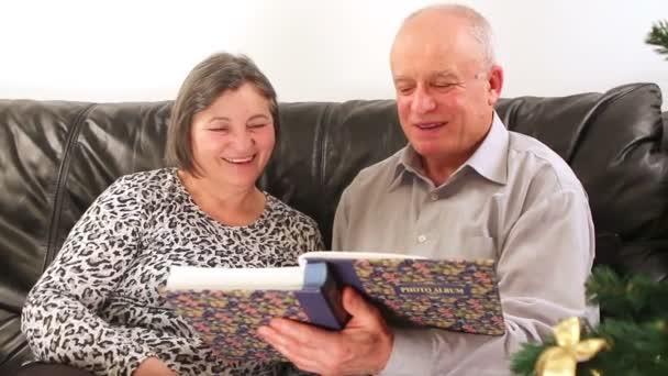 Старые пары в постели видео фото 125-776