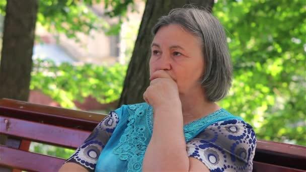 Osamělý depresi starší žena