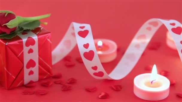 Čokoládové košíčky s růžemi a dar při svíčkách