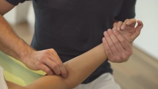 detail fyzioterapeut v práci