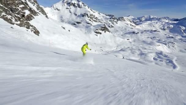 skiing in short swings