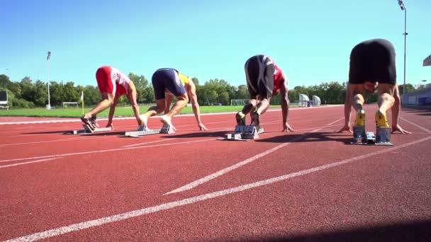 pohled zezadu sprint start zpomaleně