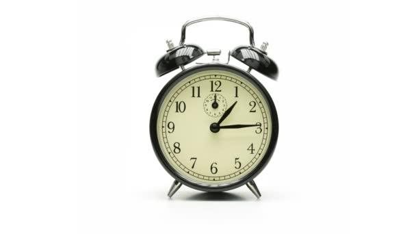 starožitné hodiny na bílém pozadí