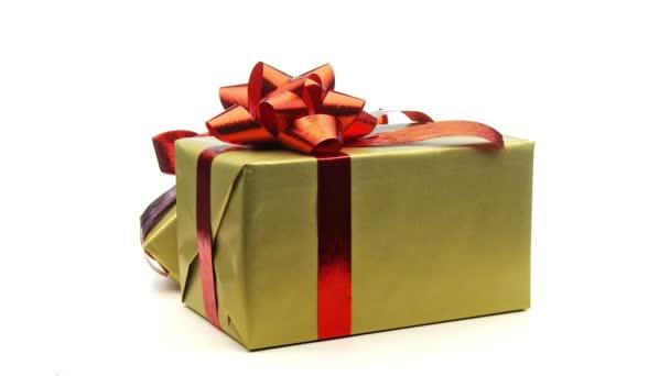 három csomagolva a karácsonyi ajándékokat
