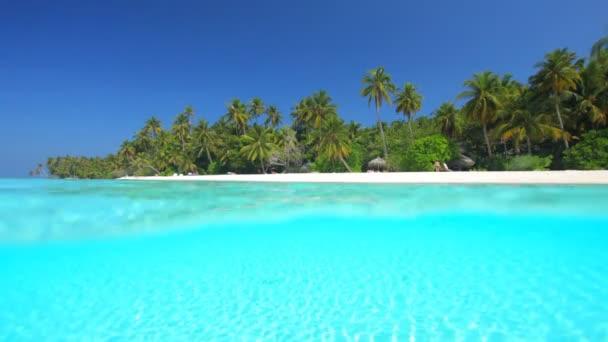 široký tropická pláž