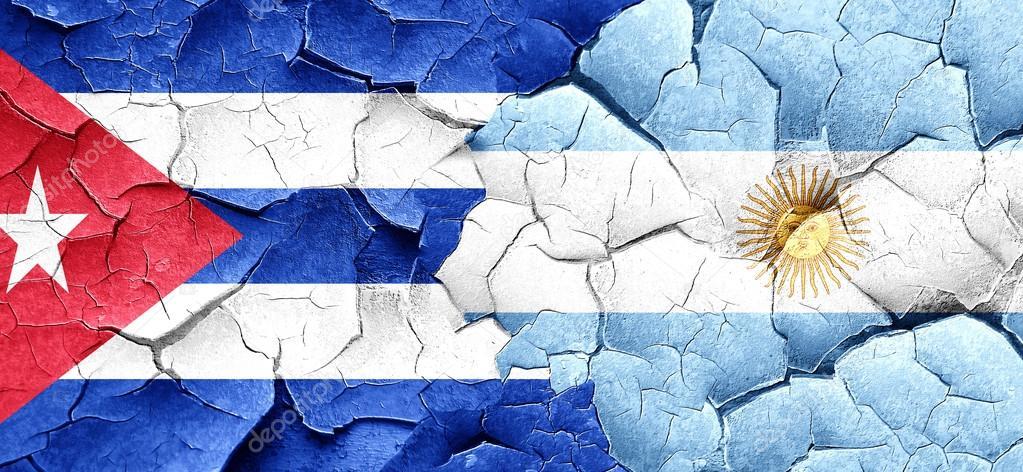 Bandera de Cuba con la bandera Argentina en un grunge agrietada pared–  imagen de stock 8088f73ab1e