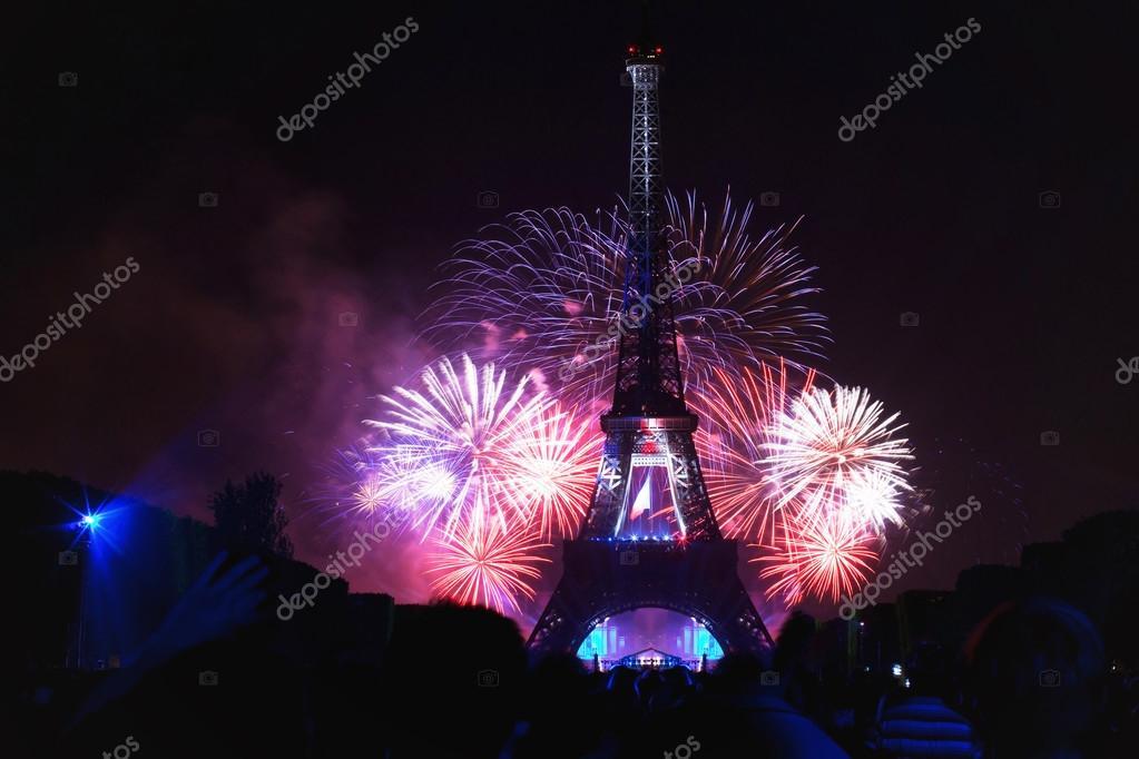 Fireworks At Eiffel Tower In Bastille Day Stock Editorial Photo C Anyaberkut 88301942