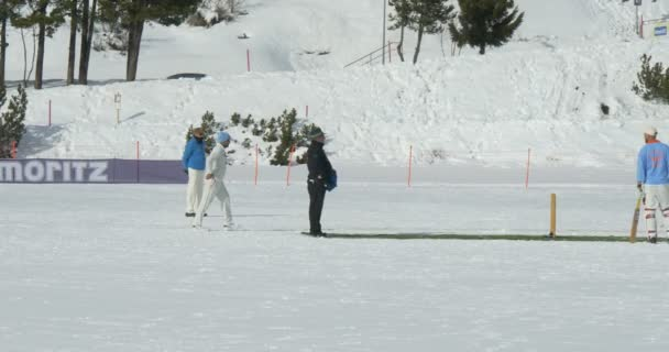 kriket na ledu bowling