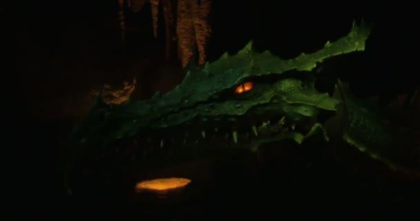 Egy zöld sárkány közelsége.