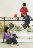 Fényképek Asian pár a mosodában