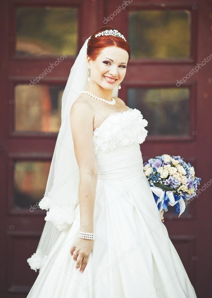 schönes weißes Kleid — Stockfoto © manifeesto_v #57134893