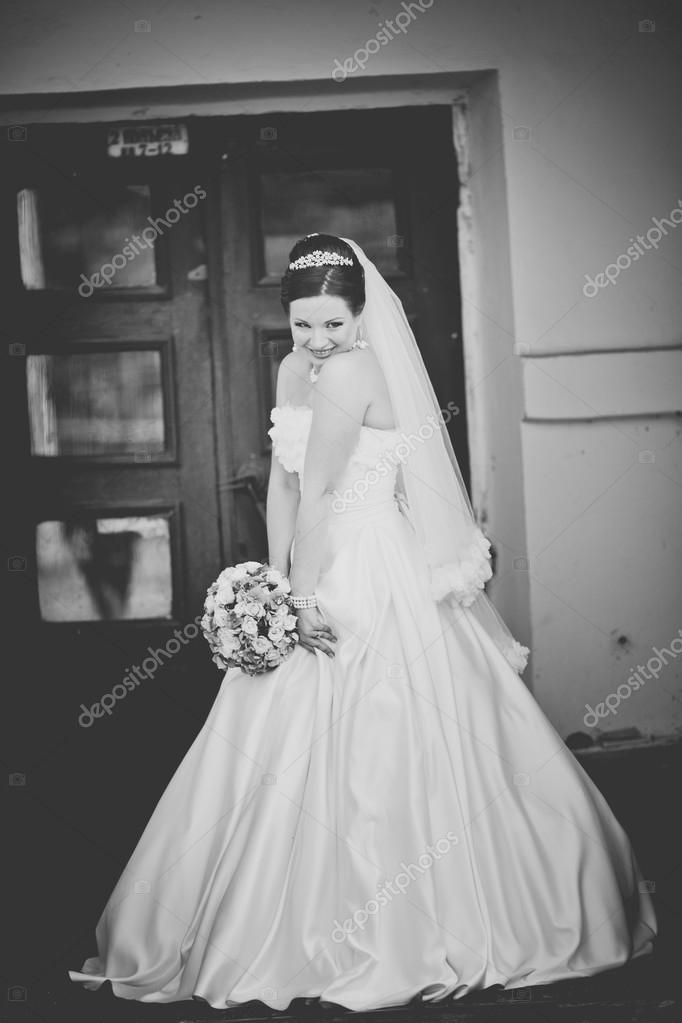 schönes weißes Kleid — Stockfoto © manifeesto_v #57134903