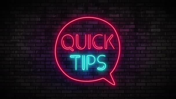 Neon Rychlé tipy a řečová bublina na cihlové zdi
