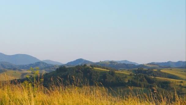 Pan: Malebné kopce je na západ slunce v Altay, Rusko