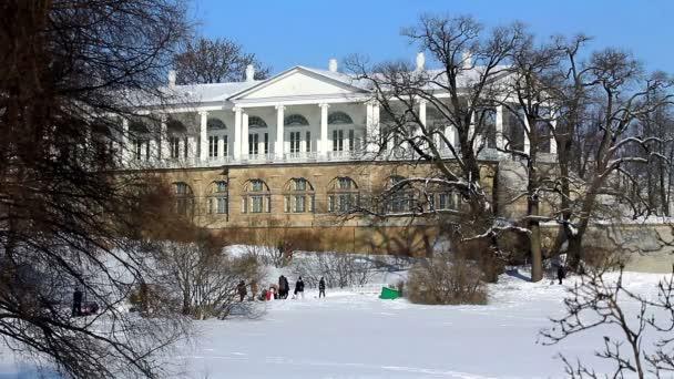 Galleria di Cameron e persone nella città di Pushkin, San Pietroburgo, Russia