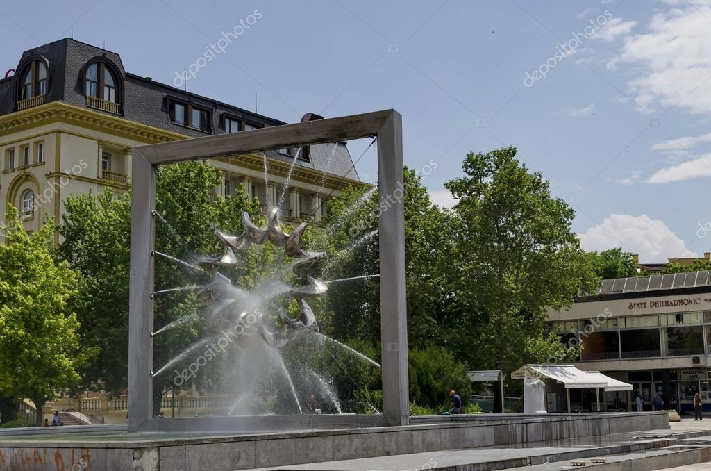 Moderner Brunnen In Der Zentrale Platz Von Plovdiv Stadt