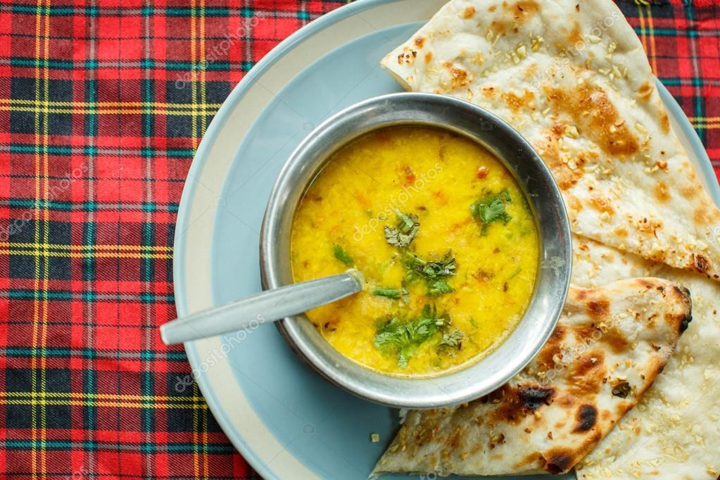 Zupa Z Soczewicy I Naan Kuchnia Indyjska Zdjęcie Stockowe