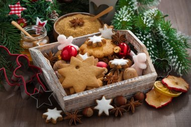 wooden box with Christmas cookies on the table