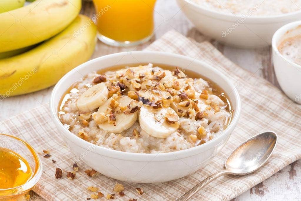 Oatmeal with banana, honey and walnuts for breakfast — Stock Photo ...