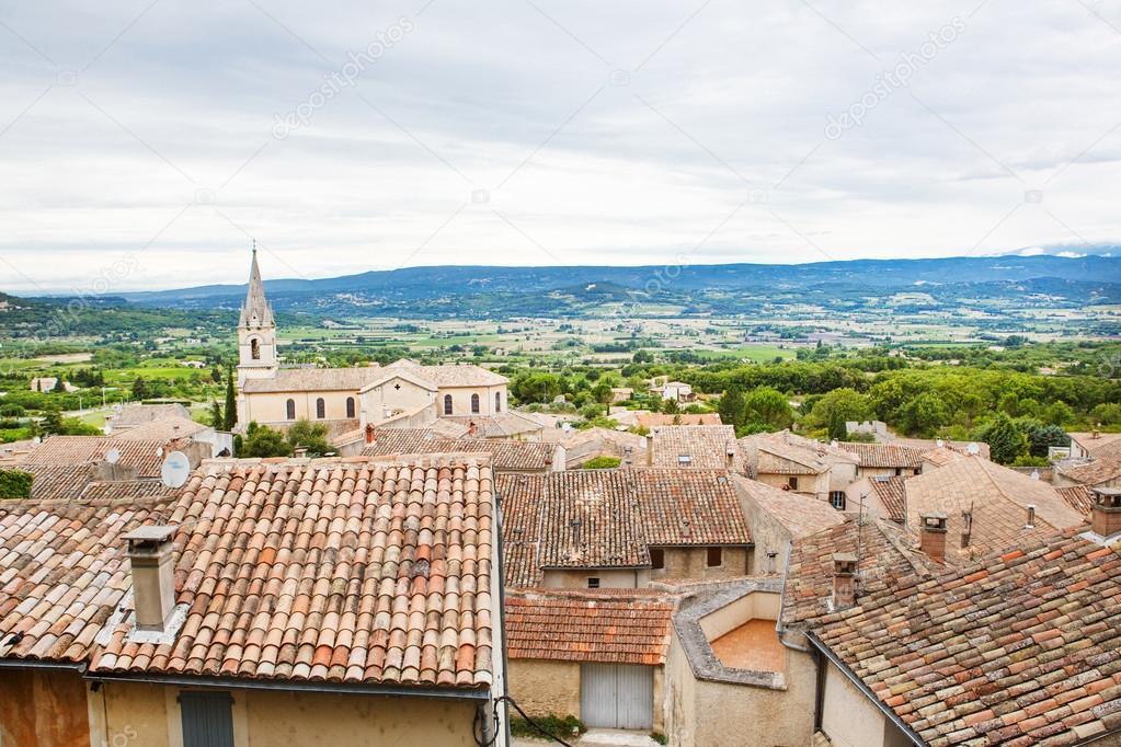 vue sur toit de provence village et paysage photographie romrodinka 102701814. Black Bedroom Furniture Sets. Home Design Ideas