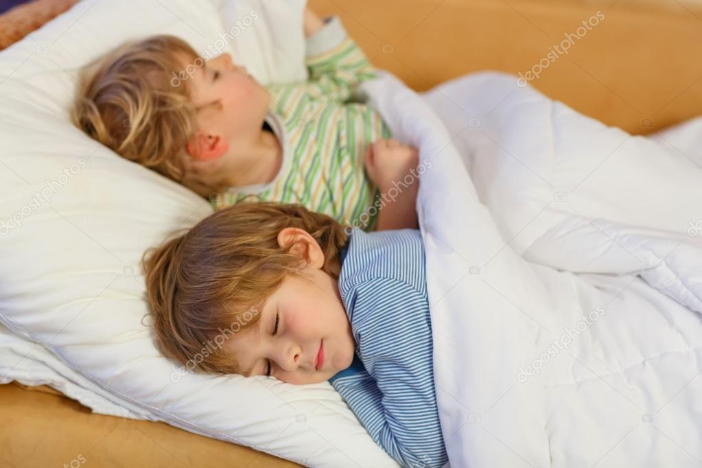 St Sleeping Boys 20