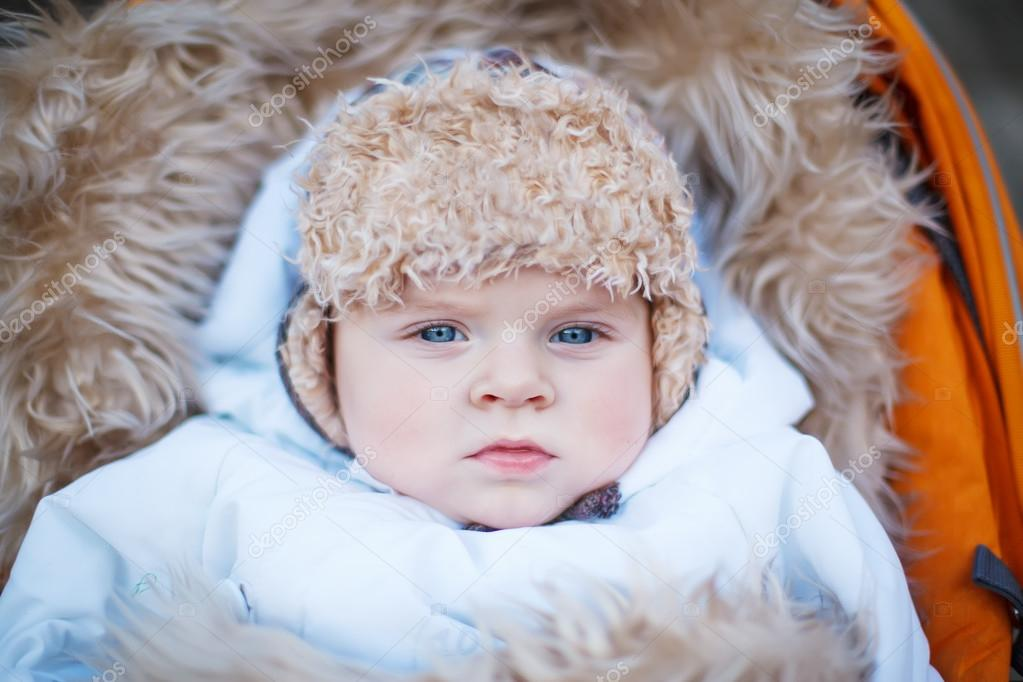a5037b8fb16e Little baby boy in warm winter clothes outdoor — Stock Photo ...