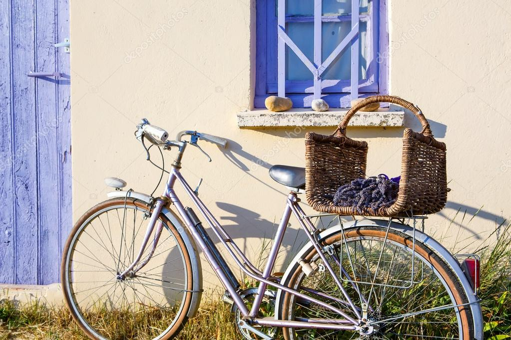 Farmer house near lavender fields near Valensole in Provence, Fr