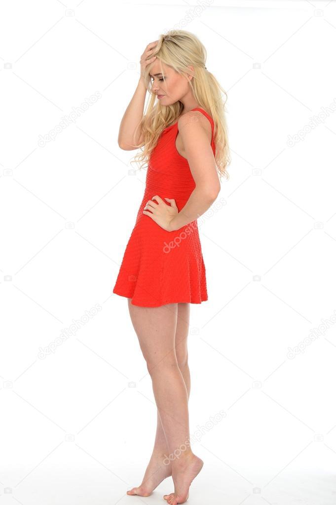 0dbc49f6c Sexy joven rubia pelo mujer atractiva usando un Mini vestido rojo ...