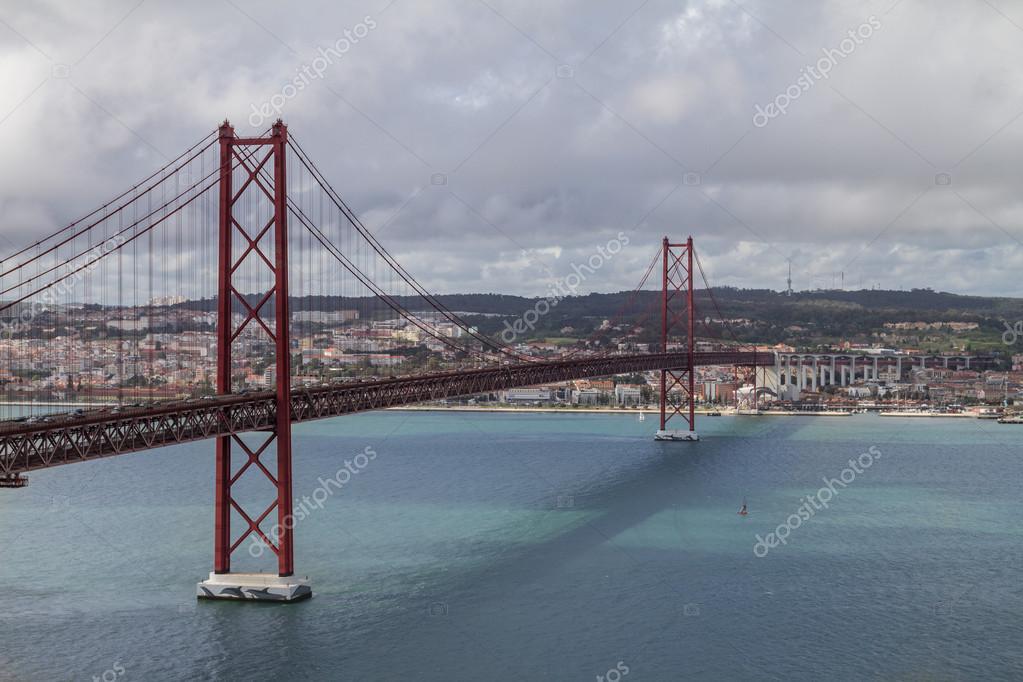 リスボン 4 月 25 日橋 — ストッ...