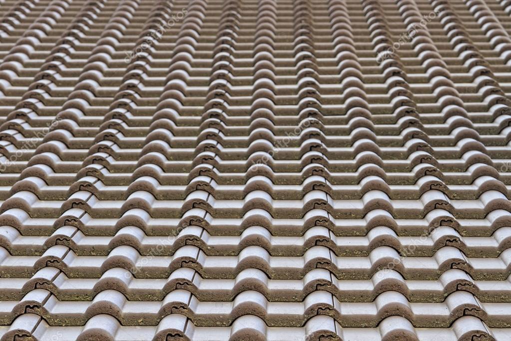 Piastrelle in plastica in un nuovo edificio linee parallele
