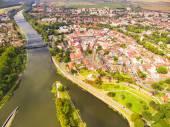 Fotografie Letecký pohled na prostor pro příjemné bydlení v předměstské čtvrti