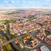 Fotografie Letecký pohled na historické centrum Plzně s řeky a parku