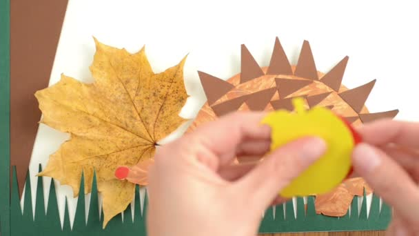 Papír ragasztó a papír Sün Alma létrehozása.