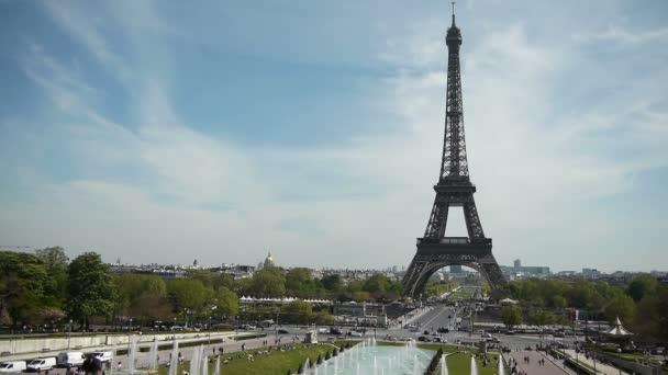 Eiffelova věž a fontány