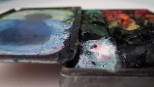 Makro-Video von Künstlern malen Palette