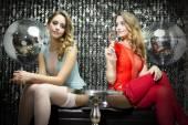 Fotografie zwei schöne sexy Disco Frauen
