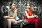 dvě krásné sexy disco ženy