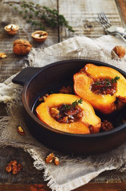 Baked quince with honey, walnut and thyme