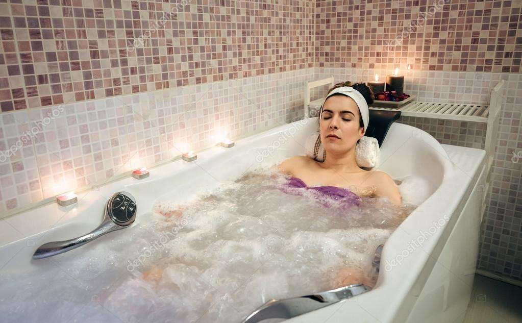 Woman lying in tub doing hydrotherapy treatment — Stock Photo ...