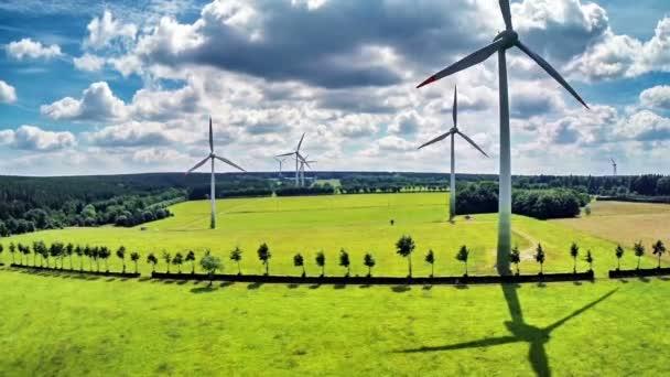 větrné turbíny a zemědělských polí