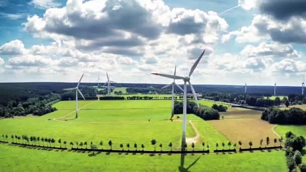 turbine eoliche e campi agricoli