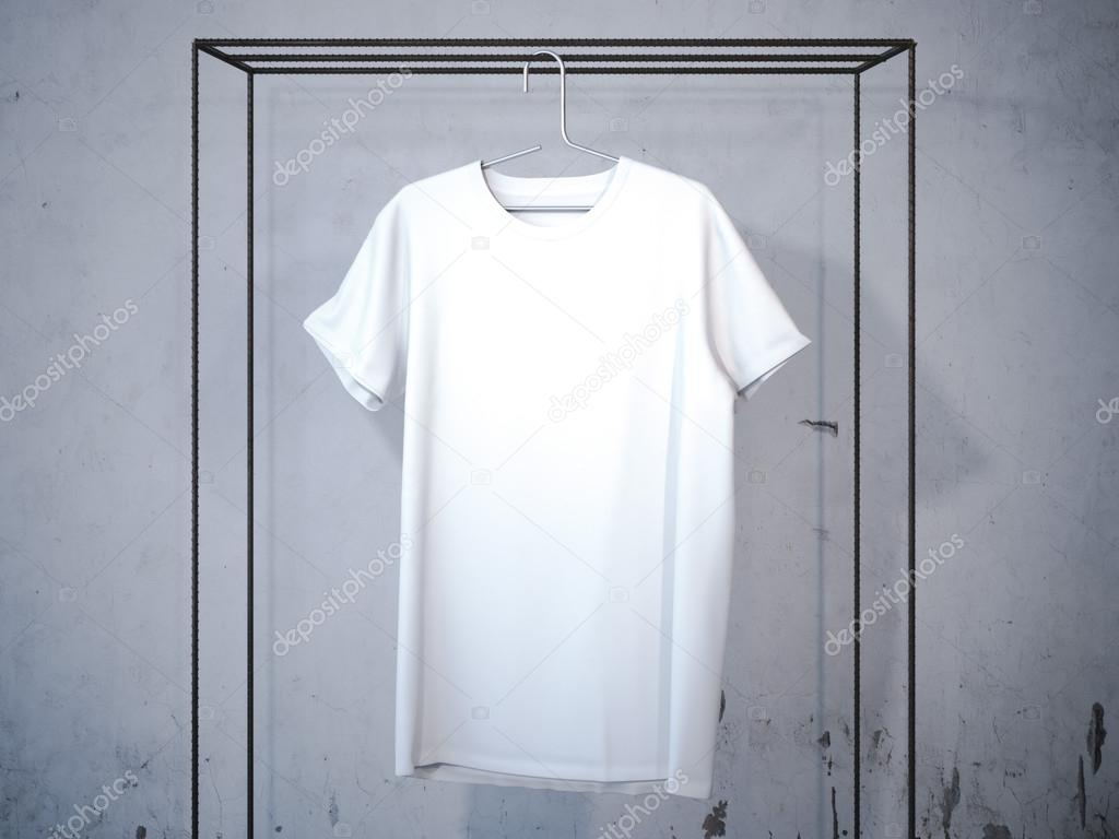 Leeres weißes T-shirt auf modernen Kleiderbügel. 3D-Rendering ...