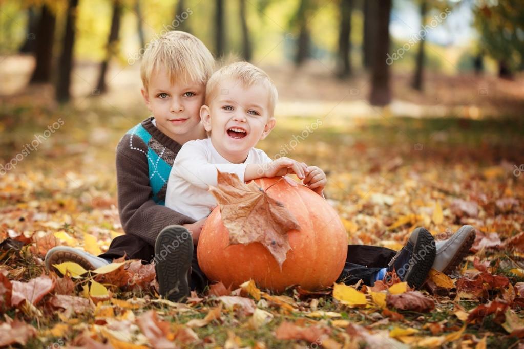 Sourire Deux Filles Sembrassant | Photo Gratuite
