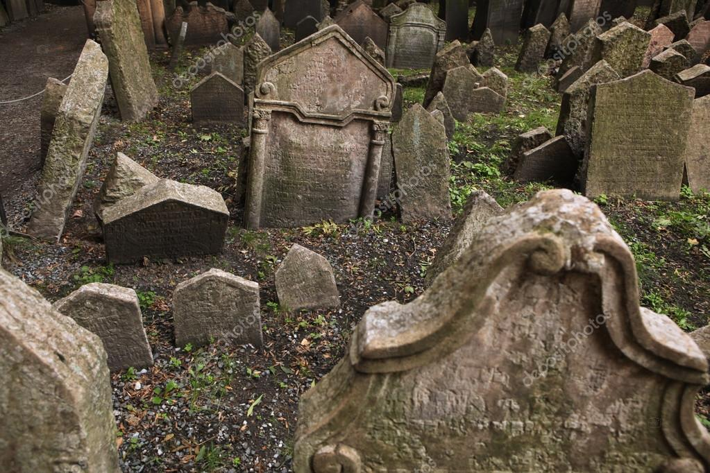 ¿Que cementerio memorable has visitado? Depositphotos_70915585-stock-photo-old-jewish-cemetery-in-prague