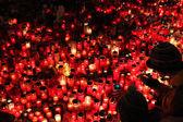 Světlo svíčky lidé v memoriam