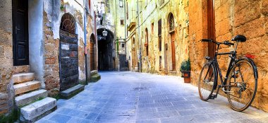 pictorial streets of old Italy series - Pitigliano