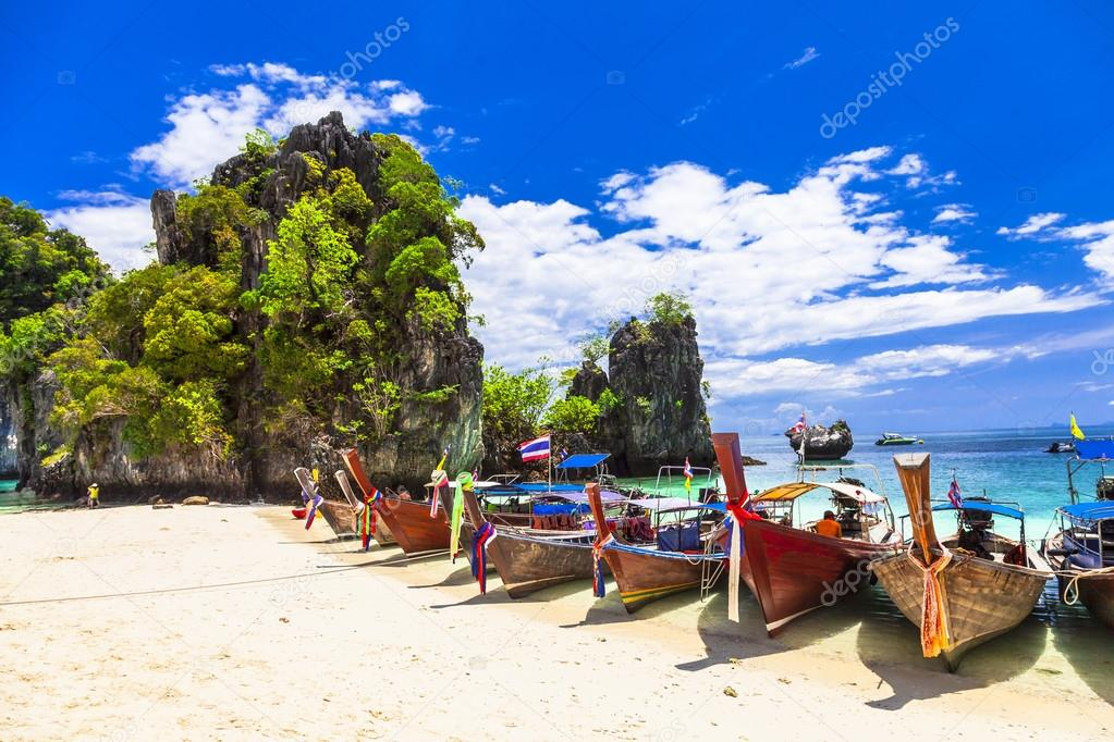 islands hopping in Thailand