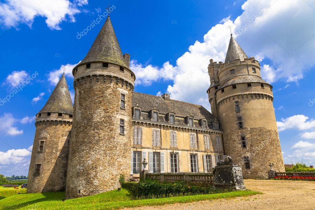 Imponenti castelli medievali di francia regione della - Finestre castelli medievali ...