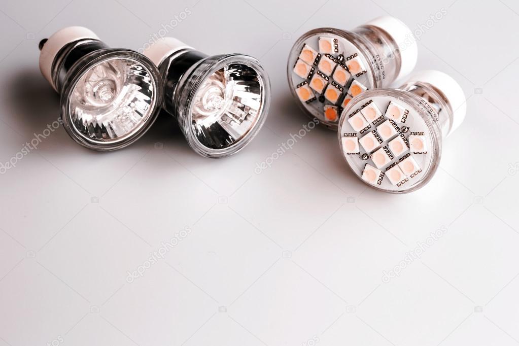 Moderne led lampen mit klassischen alten glühbirnen u2014 stockfoto