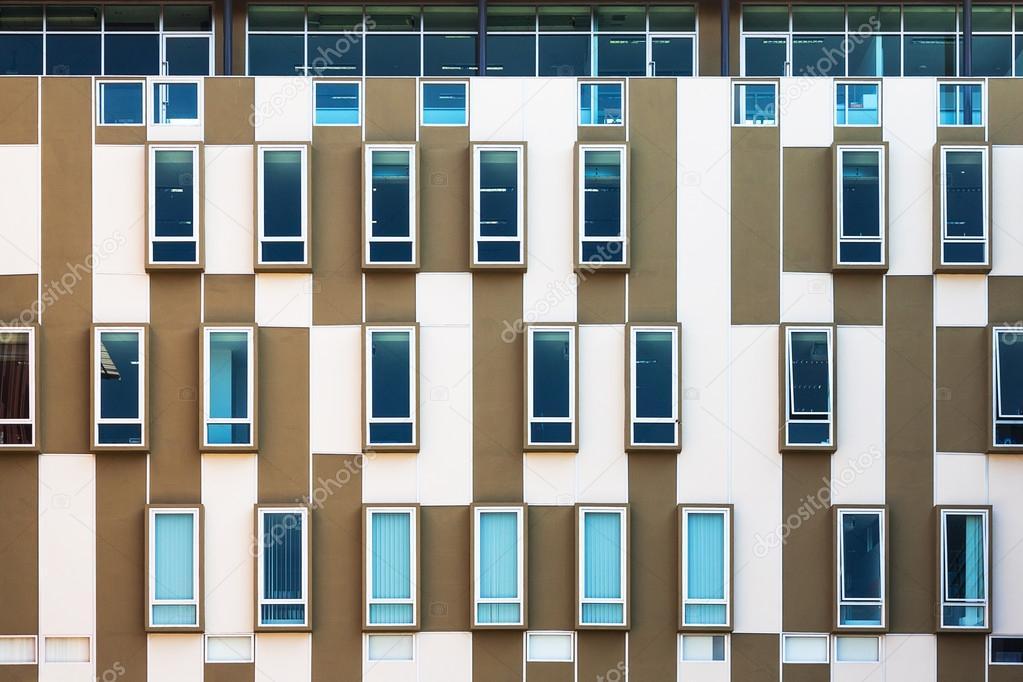 Ontwerp buitenkant van modern gebouw u stockfoto hadkhanong